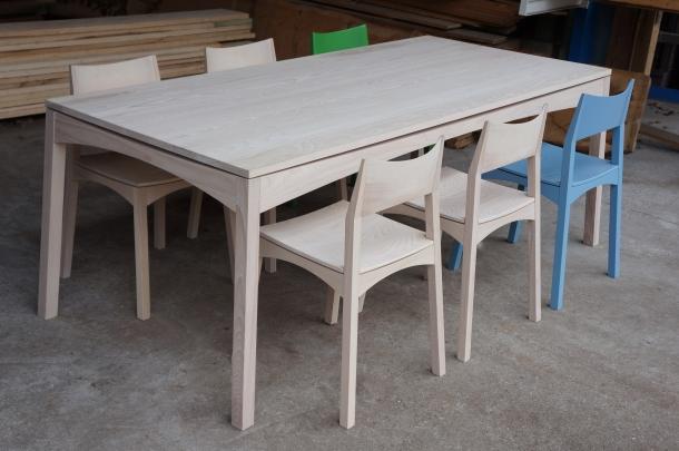 tafel en stoelen BRDG zijdelings